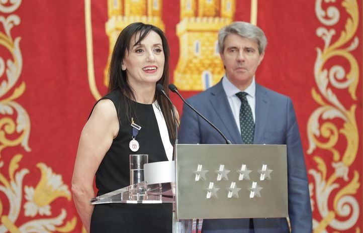 Garrido le ha hecho entrega de la condecoración.