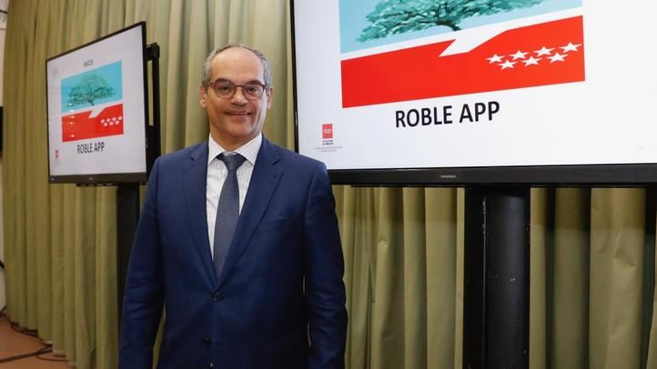 El consejero de Educación, Rafael Van Grieken, presenta la app.