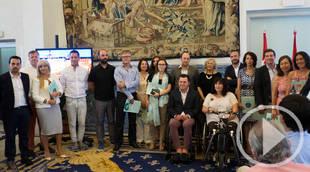 La alcaldesa presenta la séptima edición de la guía de turismo accesible
