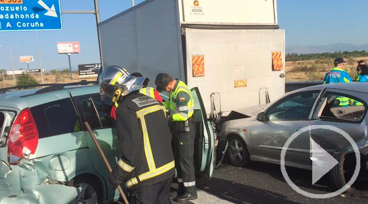 Dos heridos leves en un accidente entre cuatro vehículos y un camión