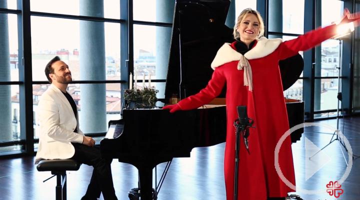 Ainhoa Arteta canta 'Campana sobre campana' en apoyo de Cáritas