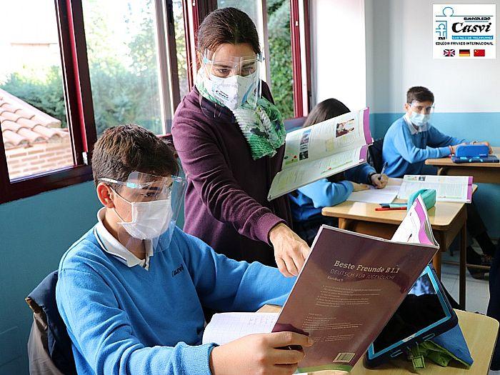Clases de alemán en un aula del colegio.
