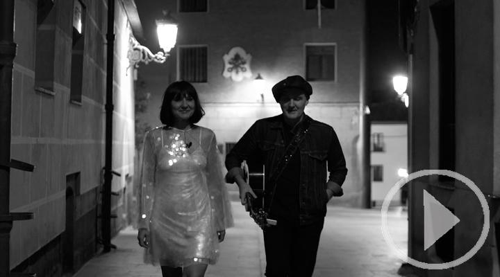 El callejón más oscuro de Madrid se ilumina con Amaral