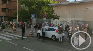 Vecinos de Valdebernardo piden la dimisión de Ayuso