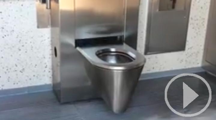 Así son los nuevos aseos accesibles que se están instalando en la capital