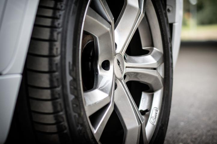 ¿Es momento de cambiar los neumáticos de tu auto? Estos tips te lo dirán