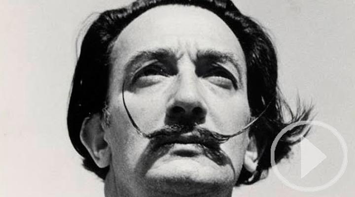 El bigote de Salvador Dalí conserva su postura de las 10 y 10