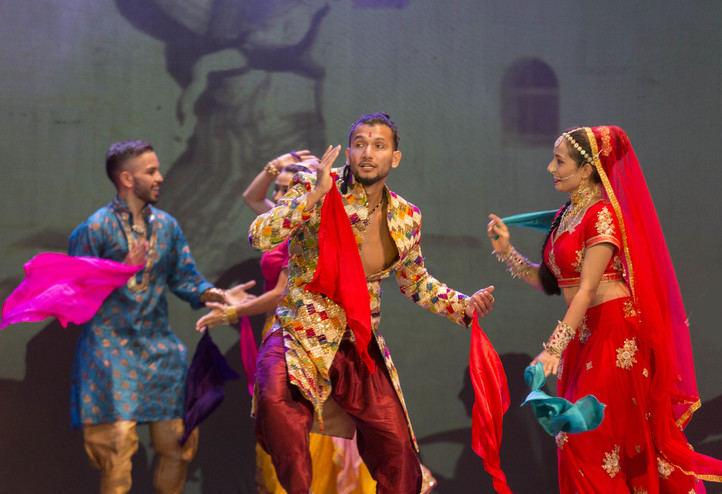 Exotismo y color llegan al Teatro Gran Vía.