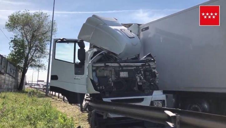 Un herido grave tras colisionar dos camiones en Torrejón de Ardoz