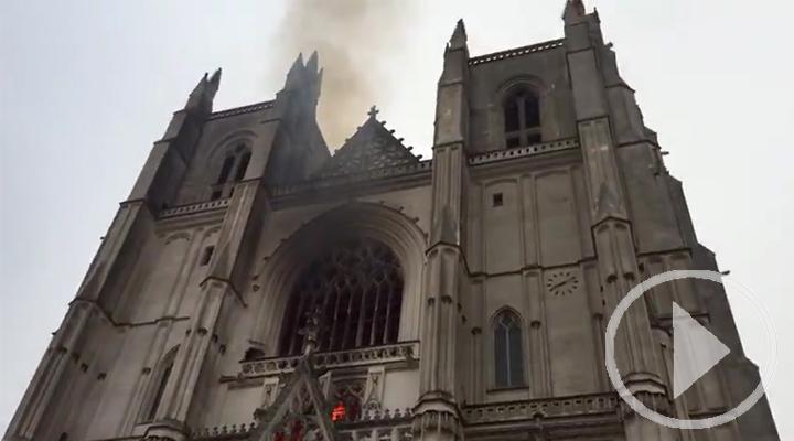 Controlado el incendio en la catedral de Nantes