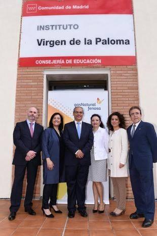 Firma del convenio para impulsar la Formación Profesional Dual en  la Comunidad de Madrid.