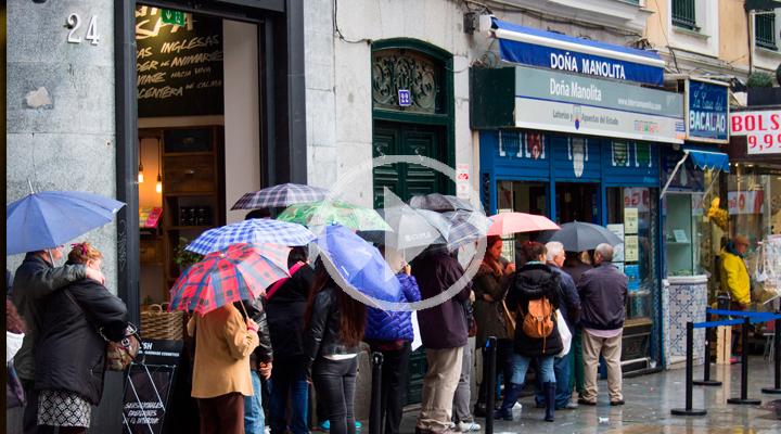 Doña Manolita: horas y horas de cola por la lotería