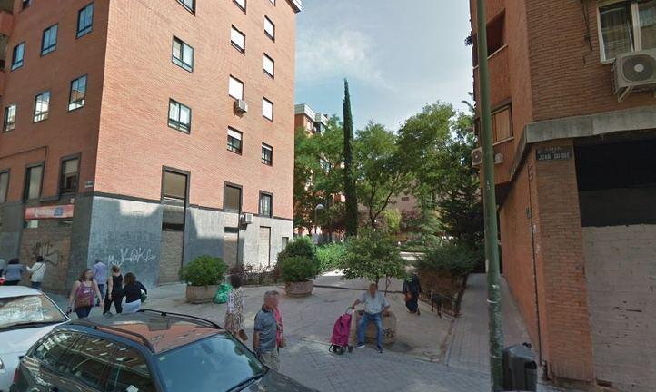 La plazoleta es un jardín entre viviendas de la calle Juan Duque