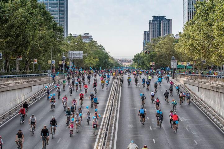 Más de 70.000 madrileños pedalean en la Fiesta de la Bici