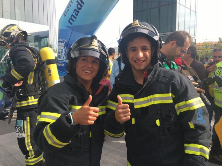 Los olímpicos Samuel Carmona y Zuriñe Rodríguez en la Carrera vertical en Torre Espacio