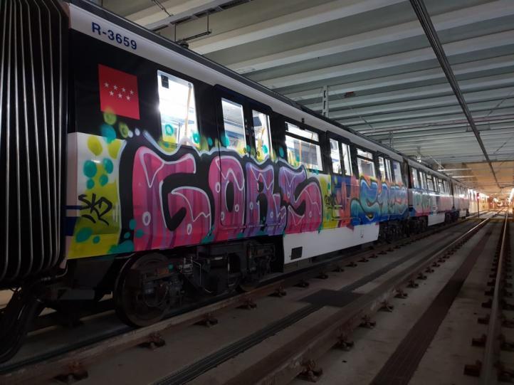Un metro de Pinar de Chamartín, nueva víctima de los grafiteros