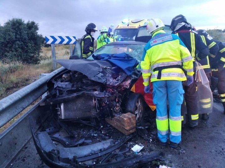 Dos conductores heridos tras chocar frontalmente en la M-413, a la altura de Móstoles