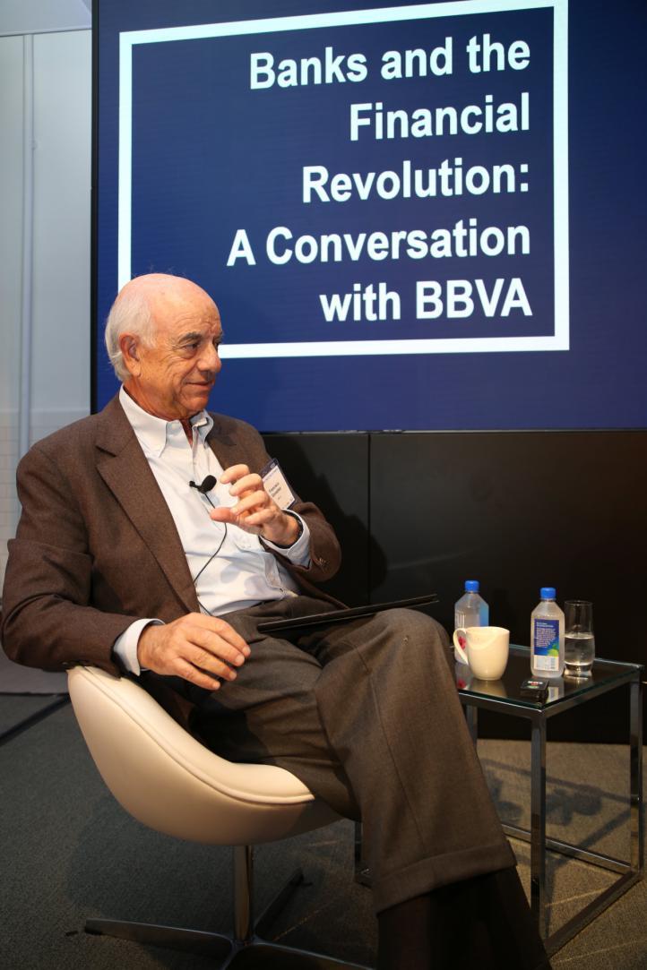 """""""Nos encanta la competencia. Si como sector intentamos frenar la competencia, entonces es la muerte del sector bancario"""", dijo Francisco González durante la entrevista."""