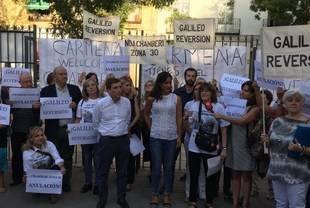 Vecinos de Chamberí se manifiestan para pedir una reversión total de la peatonalización de la calle Galileo