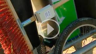 Manuela Carmena instala GPS en el material de limpieza de los barrenderos