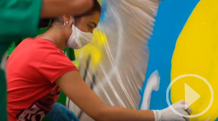 Adolescentes con diabetes inmortalizan sus emociones en grafitis