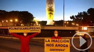 Greenpeace coloca una mascarilla a 'Julia' en Colón