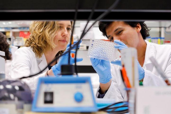 """La Fundación """"la Caixa"""" abre una convocatoria para proyectos que aporten soluciones a la crisis del coronavirus"""