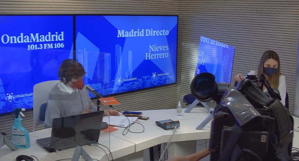 Mar Espinar y Pilar Vicente en los estudios de Madrid Directo