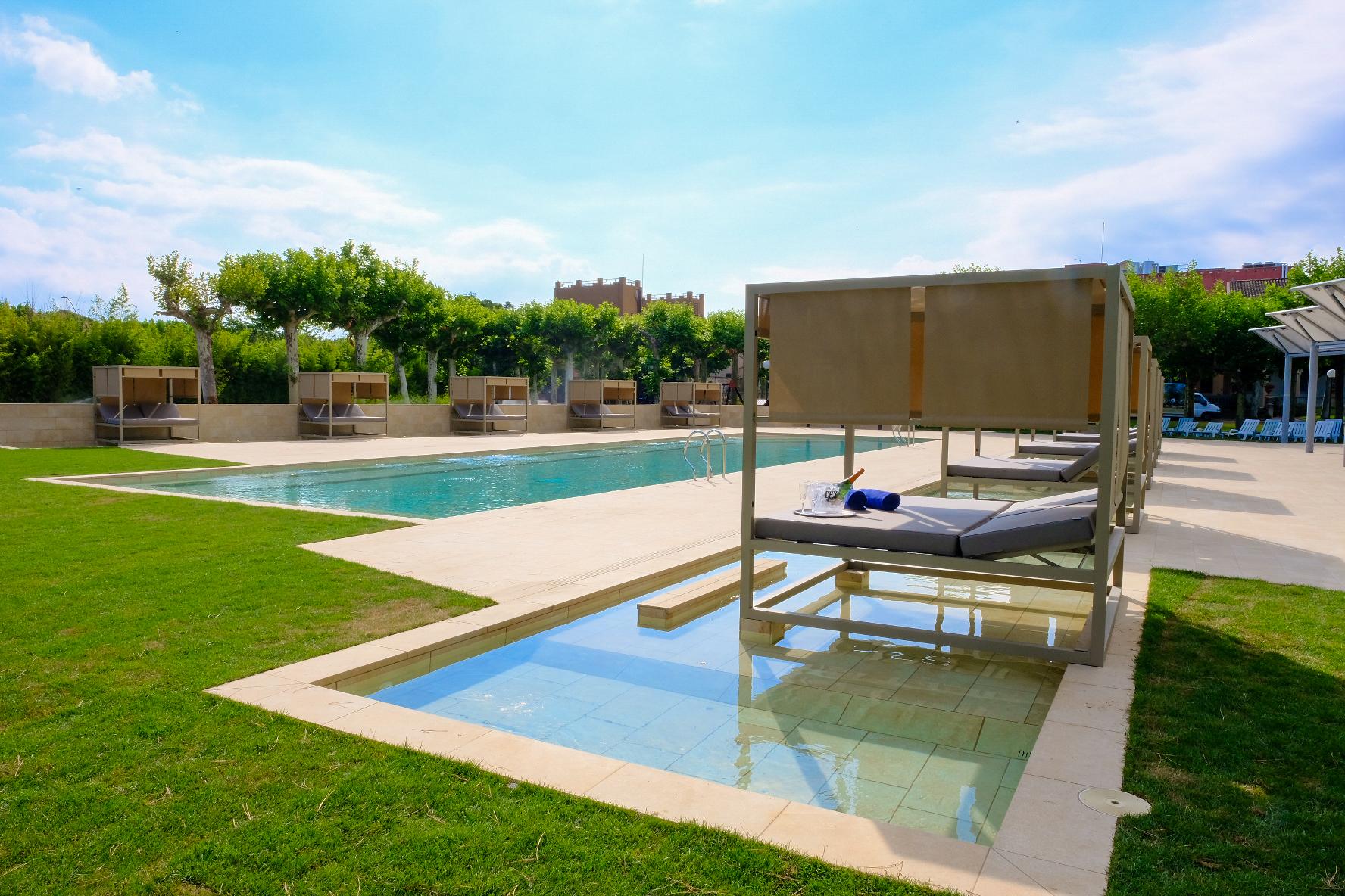 Vichy catalan estrena piscina de agua climatizada en su for Piscina en catalan