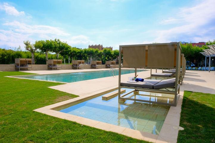 Vichy catalan estrena piscina de agua climatizada en su hotel balneario madridiario - Piscina en catalan ...