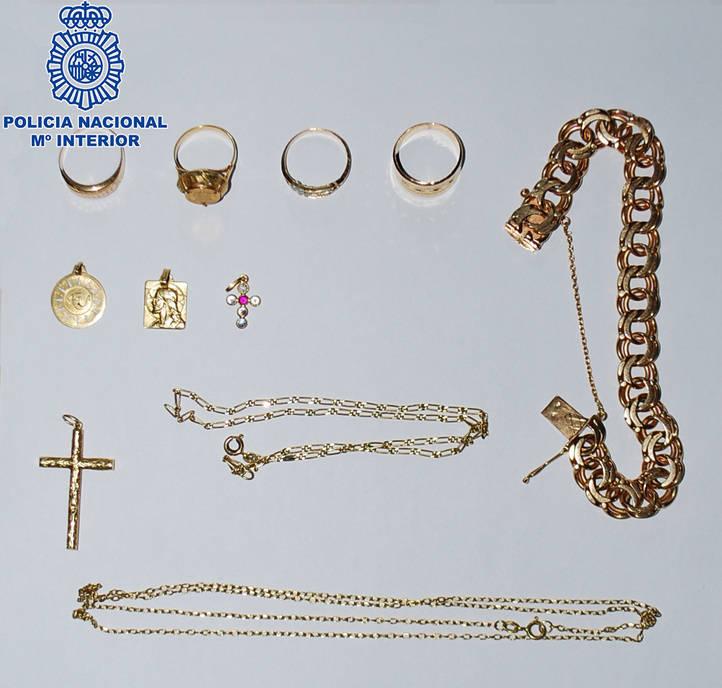 Joyas recuperadas por la Policía que habían sido robadas por falsos revisores de contadores de agua