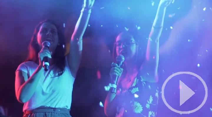 ¿Karaoke o videoclip? La curiosa propuesta de los Veranos