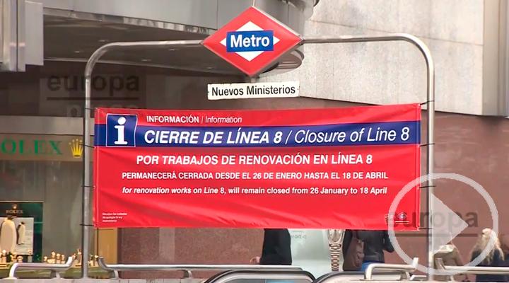 Crítica de los usuarios en el primer día de cierre de la línea 8 de Metro