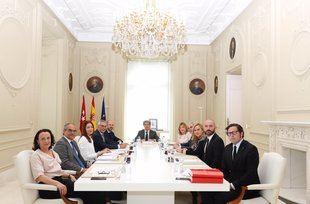 Primer Consejo de Gobierno, este martes, con cuatro consejeras, cinco consejeros, además del presidente Garrido y el secretario.