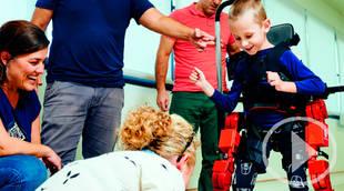 Una empresa madrileña crea el primer exoesqueleto infantil