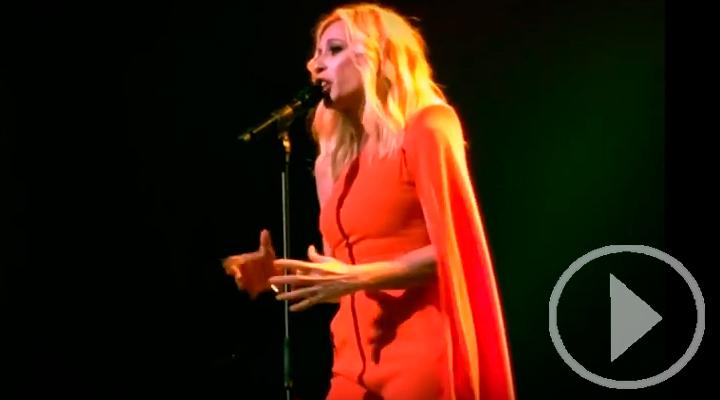 Marta Sánchez canta el himno de España