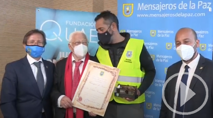 Mensajeros de la Paz premia a Pedro Cavadas