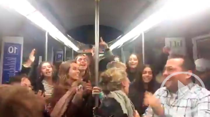 El vagón de metro que se convierte en una discoteca improvisada
