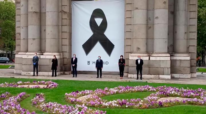 Minuto de silencio en la Puerta de Alcalá