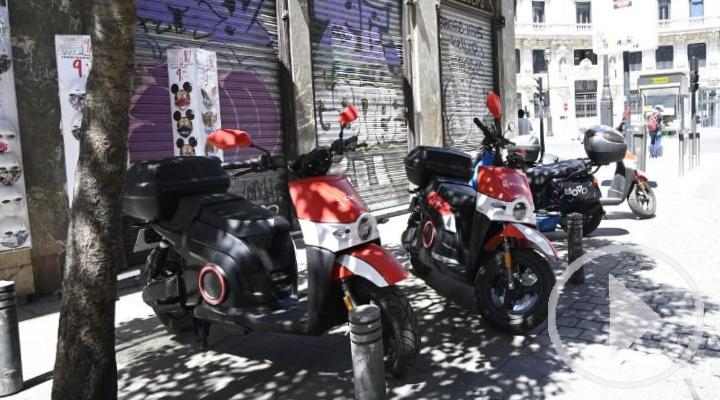 El PSOE pide medidas contra el uso indebido de bicis y patinetes en las aceras