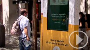 Madrid estrena mupis para pedir comida con la voz
