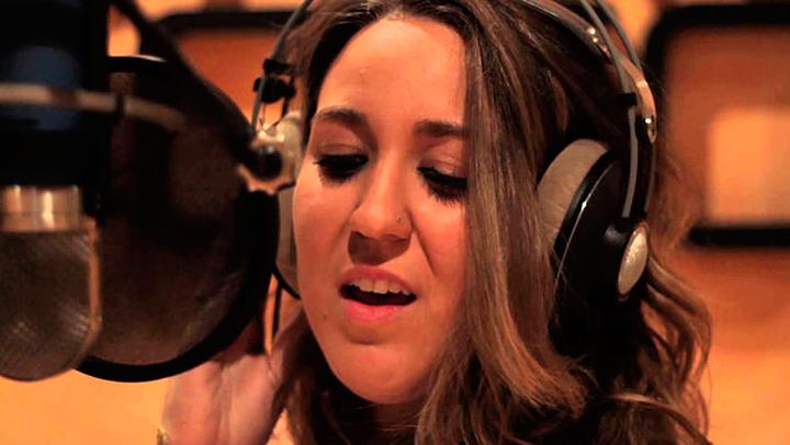La joven cantante acaba de sacar su primer trabajo discográfico