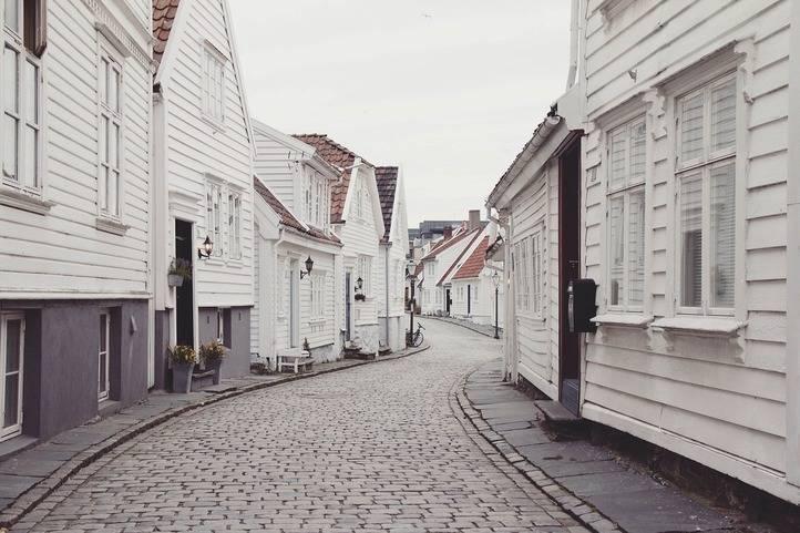 ¿Cuáles son los documentos imprescindibles para vender una vivienda?