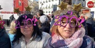 Los madrileños llenan la Puerta del Sol para ensayar las campanadas