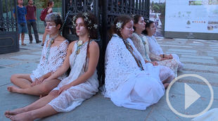 'Las novias por el clima' se encadenan en El Retiro