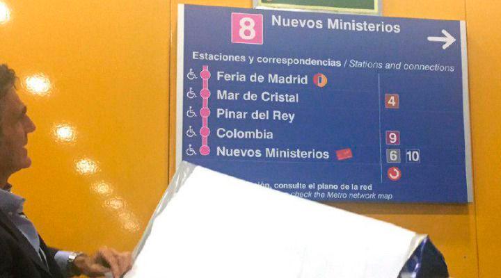 El Metro aprende inglés: la línea 8 contará con carteles bilingües
