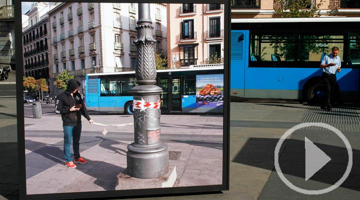 El día a día de la calle, en una exposición fotográfica en la Plaza de Isabel II
