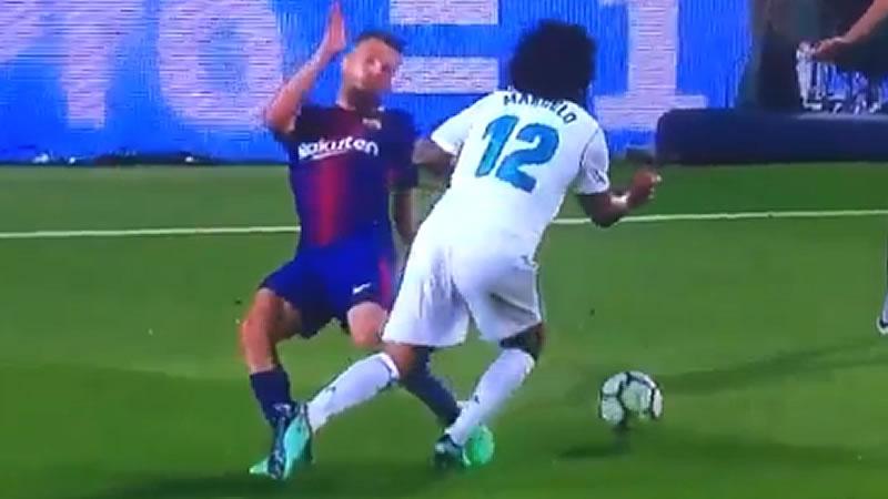 Messi y el árbitro impiden al Madrid ganar un Clásico muy caliente