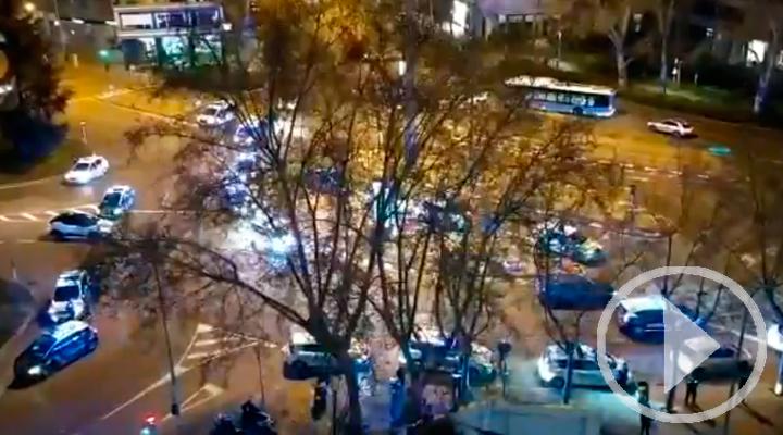 La policía de Madrid homenajea a los sanitarios