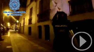 Así desaloja la Polícia a los okupas del Hogar Social Madrid